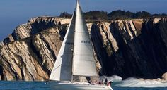 Sail along the Basque coast | Top experiences |  Euskadi Tourism - Tourism in the Basque Country