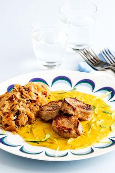 Transform 'ordinary pork' to 'extraordinarily luscious' with this creamy curry sauce. Looks great. Smells great. Tastes even better! We've paired this dish with sautéed cabbage, so you can soak up any extra sauce. Good to the last drop...