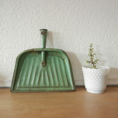 Vintage Metal Dust pan Green by nellsvintagehouse on Etsy, $18.00