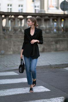 CASUALLY BLACK - FashionMugging