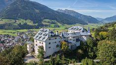 Romantischer Flair in atemberaubender Bergkulisse. Das charmante Schlosshotel ist das perfekte Hideaway. Das Hotel, Hotel Spa, Private Sauna, Bio Sauna, Luxury Accommodation, In The Heart, Beautiful Space, Alps, Cool Places To Visit
