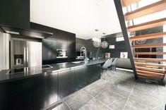 スタイリッシュなオーダーキッチン - テラジマアーキテクツ Kitchen Island, Table, Room, House, Furniture, Home Decor, Island Kitchen, Bedroom, Decoration Home