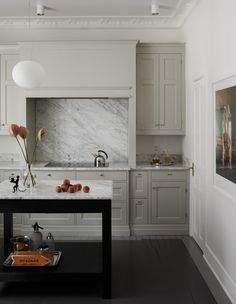 Stylish beige kitchen - via Coco Lapine Design blog
