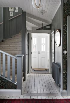 my scandinavian home: The Beautiful House of a Swedish Creative entry with oodles of charm Grey Woodwork, Oval Room Blue, Flur Design, 1920s House, Swedish House, Scandinavian Home, Dining Table Chairs, Farmhouse Style, Sweet Home