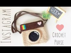 camera purse Wonderful Cost-Free Crochet for Beginners supplies Popular Crochet patterns have already been performed for several years. These days it truly is to become a d Crochet Gratis, Cute Crochet, Crochet For Kids, Beginner Crochet Tutorial, Crochet For Beginners, Purse Patterns, Crochet Patterns, Crochet Stitches, Crochet Camera