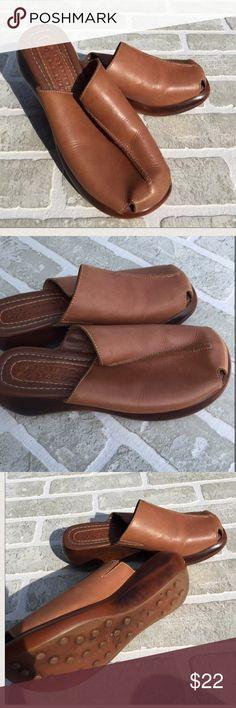 ✨Final Price Cut✨Brown Bruno Valenti Clogs/Mules JUST Listed: Bruno Valenti Clogs  Color: Brown   Condition: EUC  ❌Trades❌  ⚡️I ship lightening fast⚡️  🎉Discounts with bundles🎉 Shoes Mules & Clogs
