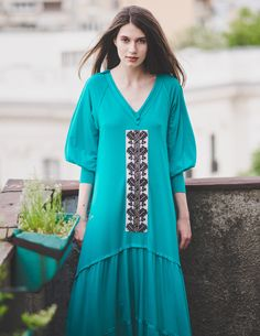 #Design #traditional  #streetstyle #jersey #romanian #dress #vintage #handmade #embroidery #photo Short Sleeve Dresses, Dresses With Sleeves, Dress Vintage, Tunic Tops, Street Style, Traditional, Embroidery, Handmade, T Shirt
