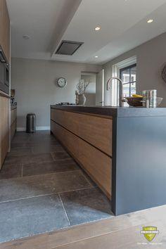 Hall Flooring, Kitchen Flooring, Küchen Design, House Design, Hallway Designs, Contemporary Kitchen Design, Kitchen Images, Kitchen Redo, Home Interior Design