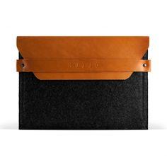 Tämä huovasta ja parkitusta nahasta valmistettu kotelo suojaa iPadisi tyylikkäästi, jopa Smart Cover -kannen ollessa paikoillaan.