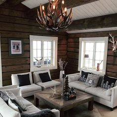 Wish you all a nice Wednesday ✨✨✨ Soon weekend again 😉 Hope the snow stays a little on the mountain so it will be possible to strap on the cross-country skis a few weekends to 🎿. Modern Log Cabins, Getaway Cabins, Dere, Cabins In The Woods, Log Homes, Kos, Interior Styling, Interior Inspiration, Home Accessories