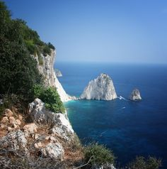 The white cliffs at Cape Keri - Top 20 Things to do on Zante holidays Greece Holidays, Purple Tips, Cape, Things To Do, Travel, Outdoor, Mantle, Things To Make, Outdoors