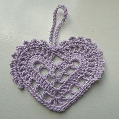 Swedish heart pattern http://web.archive.org/web/20130607134341/http:/www.slojdmagasinet.nu/gratis_monster_virkathjarta.htm
