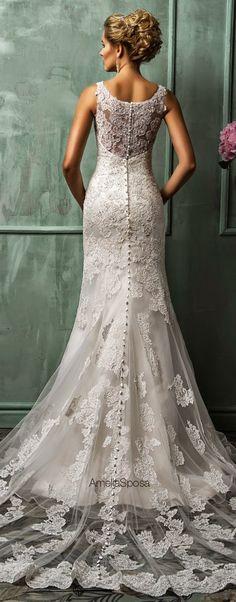 Ce robe de soiree est cher et elegant.