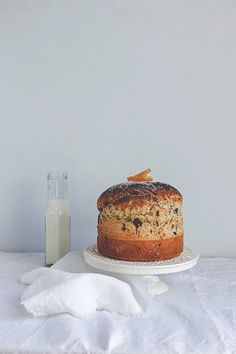 Panettone chocolat orange (recipe in French and in Italian) - Carnets parisiens Christmas Desserts, Christmas Baking, Just Desserts, Dessert Recipes, Breakfast Pastries, Sweet Bread, Let Them Eat Cake, Sweet Recipes, Cupcake Cakes