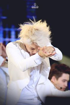 Kai's hair is pretty and he's wearing white he can be my guardian angel Baekyeol, Kyungsoo, Chanyeol, Kim Jong In, Exo Kai, Btob, Pop Group, Girls Generation, Shinee