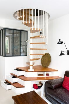 9 Fantastic Spiral Staircase Designs That Bring Your House Into Modern Look Talkdecor 9 Fantastic Spiral Staircase Designs That Bring Your House Into Modern Look Talkdecor Jasmin Heim jasminheim Innenarchitektur und Lebenskunst nbsp hellip Wooden Staircase Design, Spiral Stairs Design, Home Stairs Design, Wooden Staircases, Home Interior Design, Interior Decorating, House Design, Staircase Ideas, Staircase Pictures