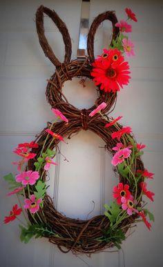 décoration pour la porte d'entrée au printemps: couronne-lapin