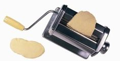 How to Make Crackers With a Pasta Roller