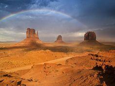 Jour 4 :   Vous partirez pour Monument Valley, en territoire indien Navajo, un des parcs les plus mythiques de l'Ouest. Les nostalgiques des westerns apprécieront le spectacle. En option, tour guidé avec les Indiens Navajos. Déjeuner Navajo au Visitor Center ou déjeuner pique-nique avec le tour guidé optionnel.  Monument Valley à Oljato-Monument Valley, UT