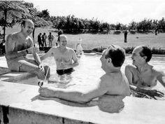 Gerald Ford, French president Valéry Giscard d'Estaing and Henry Kissinger in pool with cocktails before the G7 in Martinique, December 1974