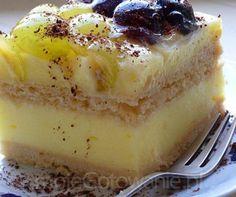 Ciasto budyniowe na herbatnikach z winogronami i galaretką