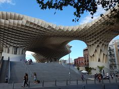 Fantastic organic forms and massive scale at the #Metropol Parasol in #Seville