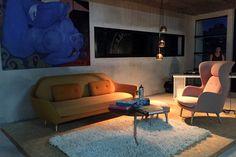 Fascinante obra de Alvaro #Pemper combinada con mobiliario de Jaime Hayón #FritzHansen y luminarias Mini Void de #TomDixon sobre alfombra de #Kymo.