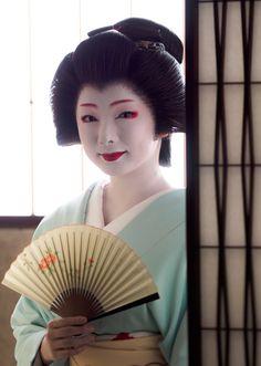 Geiko Toshimana of the Komaya okiya in Miyagawacho by Gaap on Photohito