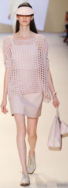 Crochê de passarela - vestidos, blusas de grandes estilistas nas passarelas   De Frente Para O Mar