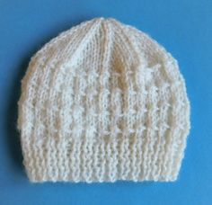 Building Blocks Knit Baby Hat Pattern | This adorable hat is perfect for a newborn!