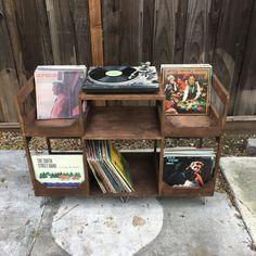 https://www.etsy.com/dk-en/listing/517406149/deluxe-vinyl-display-turn-table-station?ga_order=most_relevant