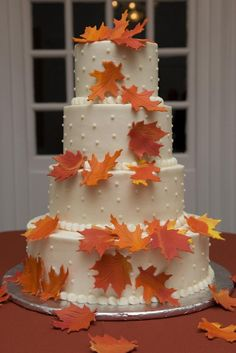"""Wow, this autumn-themed wedding cake """"leaves"""" us breathless!"""