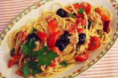 Spaghetti con tonno, pomodorini e olive nere! ❤
