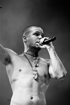 Residente Calle 13 - One of the sexiest latino men ever! Music Love, Good Music, Acoustic Guitar Art, Latin Artists, Latino Men, The Last Song, Baby Music, Music Icon, Portrait Inspiration