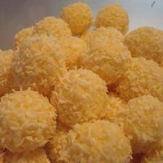 Weiße Rumkugeln mit Kokos und 87.000 weitere Rezepte entdecken auf DasKochrezept.de