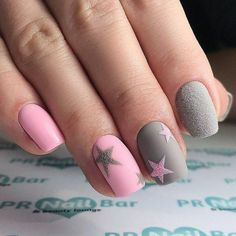 The advantage of the gel is that it allows you to enjoy your French manicure for a long time. There are four different ways to make a French manicure on gel nails. Chic Nails, Stylish Nails, Trendy Nails, Star Nail Designs, Gel Nail Designs, Almond Acrylic Nails, Cute Acrylic Nails, Girls Nails, Pink Nails