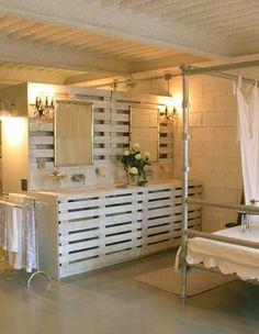 Pallets in a bedroom/bathroom!  Nice!