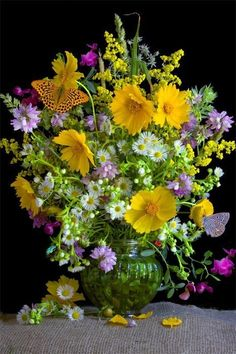 The beautiful flowers Beautiful Flower Arrangements, Floral Arrangements, Beautiful Flowers, Ikebana, Arte Floral, Flower Pictures, Floral Bouquets, Flower Vases, Wedding Flowers