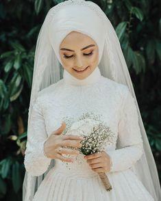 Görüntünün olası içeriği: bir veya daha fazla kişi ve düğün