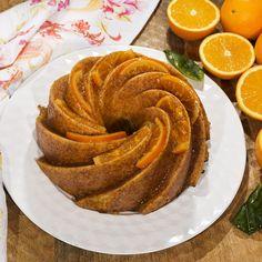 """Este """"Bundtcake extra de naranja"""" es un manjar de miga húmeda y fuerte sabor a naranja que no te cansarás de repetir porque volará de la mesa. No exagero si os digo que es una seria competencia para la mejor de las tartas y la más seductora bandeja de pasteles. Los cítricos dan un resultado …"""