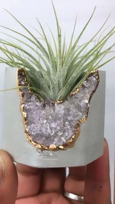 Raw crystal air plant holder made from cement and raw amethyst stones      Eine neue Küchenrenovierung kann den Preis Ihres Zuhauses erheblich bessern ebenso den Alltag ein bisschen einfacher zumal angenehmer machen. Es ist daher sinnvoll, in ein Küchendesign zu investieren, Dasjenige die Zeit überdauert ebenso garantiert die volle Funktionalität bietet. Wenn Sie ein neues Küchendesign für Ihr Zuhause gestalten möchten, sollten Sie selbige Elemente des klassischen Int... #Air #holder #Plant Cement Crafts, Resin Crafts, Wedding Reception Ideas, Gold Planter, Stone Plant, Succulents Diy, Succulent Planters, Hanging Planters, Little Gardens