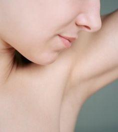 Macchie sulla pelle: come schiarire le ascelle in modo naturale