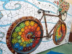 Mosaic Crafts, Mosaic Projects, Mosaic Furniture, Stained Glass Flowers, Collaborative Art, Mosaic Designs, Mosaic Wall, Urban Art, Garden Art
