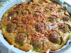 Ζουζουνομαγειρέματα: Πίτα με κεφτεδάκια! Greek Recipes, Vegetable Pizza, Guacamole, Quiche, Hamburger, Deserts, Good Food, Food And Drink, Appetizers