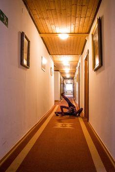 """Fremdenverkehrsamt. Aus der Serie """"Sommerfrische"""". 2014 - 2015 Site-specific Performance und Intervention Josefsberg – Ötscher, Laibach und St. Corona - Wechsel 2014 - 2015 Fotografie und..."""