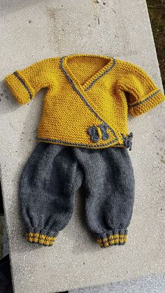 Dieser Pin wurde von Don entdeckt This post was discovered by Mabel Zunino. Discover (and save!) your own Posts on Qoster. knitted baby cardigan with poc «Autumnknitting is a fact // S Baby Boy Knitting Patterns, Baby Cardigan Knitting Pattern, Knitting For Kids, Baby Patterns, Knit Patterns, Knitting Ideas, Baby Outfits, Kids Outfits, Cardigan Bebe
