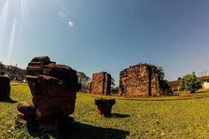 Os restos em pedra da sociedade de padres e índios ainda podem ser admirados na cidade de 5 mil habitantes