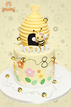 Beehive Cake by The Sweetery - by Diana