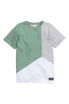 Welcome to H&M, your shopping destination for fashion online. Half Shirts, Boys Shirts, Tee Shirts, New T Shirt Design, Shirt Designs, Retro Outfits, Boy Outfits, Vintage Mens T Shirts, Corporate Uniforms