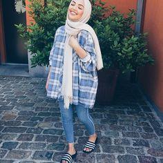 Yaaaay! 100 hours to go  beautiful hijab from: @hijabloft #ramadan#yesterdayslook
